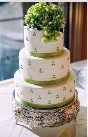 http://www.weddingsalon.com/blog/wp-content/uploads/2011/03/Classy-Cake.bmp