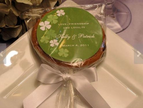 Cake Pop https://www.etsy.com/listing/80527378/irish-claddagh-celtic-wedding-cookie-pop?ref=market
